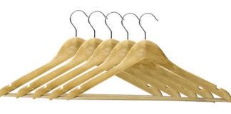 Praktyczne wieszaki do szafy na ubrania.